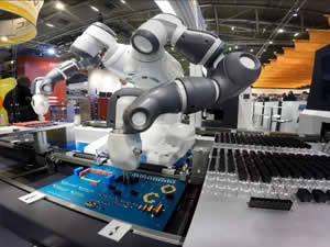 QComp Collaborative Assembly Robot at tradeshow