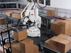 QComp robotic single or multi-lane Palletizer picking and placing boxes on pallet